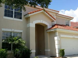 Lough Aviana 7 bedroom, 4.5 bathrooms, private Pool/SPA with covered Lanai, lakeview - Davenport vacation rentals