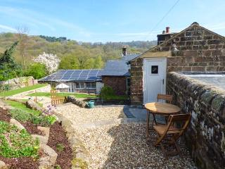 LOFT COTTAGE, cosy romantic cottage, WiFi, en-suite, parking, private patio, Whatstandwell, Ref. 25448 - Whatstandwell vacation rentals