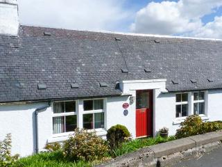 BAILEY'S COTTAGE, multi-fuel stove, pet-friendly, WiFi, lawned garden, nr Mauchline, Ref 26612 - East Ayrshire vacation rentals