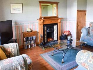 WESTHAVEN HOUSE, semi-detached,open fire, en-suite bedrooms, private garden, WiFi, nr Kyleakin, Ref 924267 - The Hebrides vacation rentals