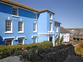 THE ABBEY, luxury semi-detached mansion, en-suites, open fire, quality accommdation, in Penzance, Ref 918888 - Penzance vacation rentals