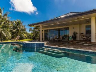 Mele Makani -Lovely estate with spectacular ocean and mountain views, luxury interior- Pool and hot tub - Oahu vacation rentals