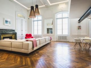 Luxury 5 Bed with parking in the heart of Biarritz - Biarritz vacation rentals