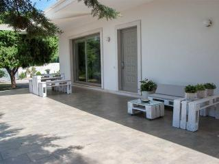 Villa Vanessa - modern country house - Noci vacation rentals