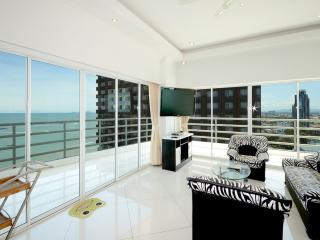 Beachfront City Centre 2Bdr Luxury - Pattaya vacation rentals