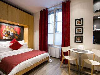 Studio at Couette et Caf� in Marais - Paris vacation rentals