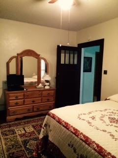 Linn Ave Guesthouse - New Hampton vacation rentals