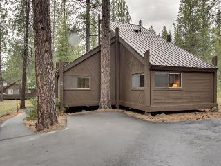 Classic and cozy Sunriver condo next to SHARC! - Sunriver vacation rentals