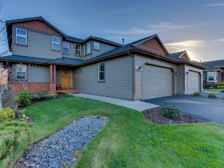 Upscale family home on parkway w/ great resort amenities! - Redmond vacation rentals