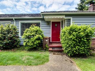 Stroll to beach from this pet-friendly beach home for 12! - Gearhart vacation rentals