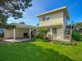 Pet-friendly oceanview home with room for 6 - Lincoln City vacation rentals