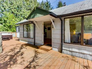 Cozy home w/ private hot tub, near Ridge Trail and golf! - Gearhart vacation rentals