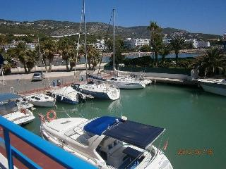 Apartment in the Marina. First line of beach. - Peniscola vacation rentals