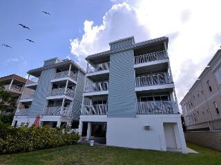 SIV-F Bright, beachy Gulf front - heated pool, WiFi, 52 in Flatscreen HDTV - Indian Rocks Beach vacation rentals