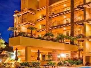 Penthouse Harmonie, a Beach Front Oasis of Peace and Tranquility of 5,000 Ft - Tamarindo vacation rentals