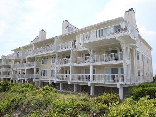 Wrightsville Dunes 2B-F - Oceanfront condo with community pool, tennis, beach - Wrightsville Beach vacation rentals