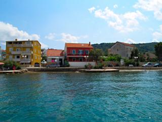 Sea front room Mellody with swimming pool, No1 - Preko vacation rentals