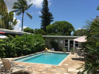 3BR/2BA solar Heat Pool close to Beach & Shops - Fort Lauderdale vacation rentals