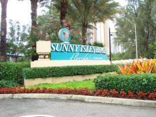 2 Minutes to the  BEACH-CONDO-2 BEDROOMS-SLEEP 8 - Sunny Isles Beach vacation rentals