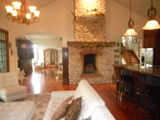 Quincy IL Rooms to rent- Great for Medical Staff - Illinois vacation rentals