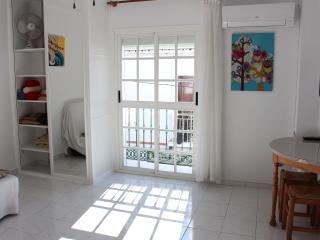 Estudio centro 2 min a pie,  Balcón Europa y playa - Nerja vacation rentals