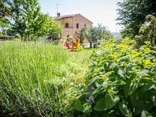Il casale di Aurora Country villa,Haven Of Peace A - San Ginesio vacation rentals