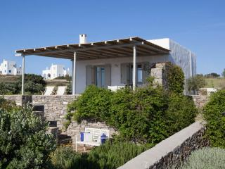Villa Daphne - Relax next to the best Paros beach - Naoussa vacation rentals