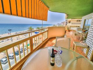Frontline beach apartment in Fuengirola - Fuengirola vacation rentals