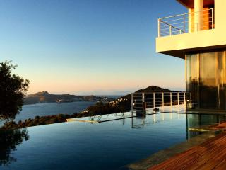LUXURY SUNSET VILLA YALIKAVAK BODRUM - Gumusluk vacation rentals