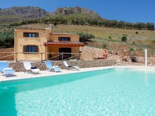 VILLA DELLA MERLA - Castellammare del Golfo vacation rentals