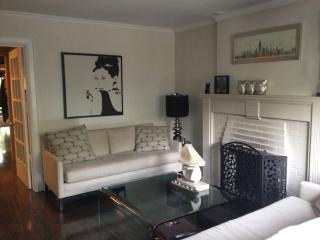 Luxurious & Modern at Yonge and Eglinton - Toronto vacation rentals