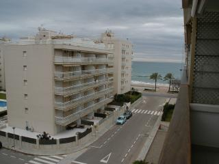 Superb apartment, 50 meters to beach, 4-6 persons - Costa Dorada vacation rentals
