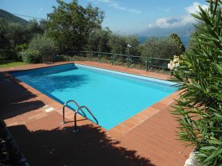Appartamenti Albatros - appartamento n.3 - Assenza di Brenzone vacation rentals