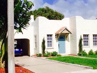 ★STUNNING DESIGNER VILLA ★ minutes to the beach ★ - West Palm Beach vacation rentals