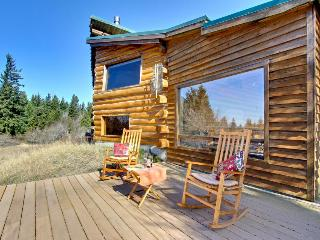 Authentic cabin with modern amenities on five acres! - White Salmon vacation rentals