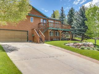 Luxurious contemporary cabin w/hot tub & mountain views! - Eagle vacation rentals