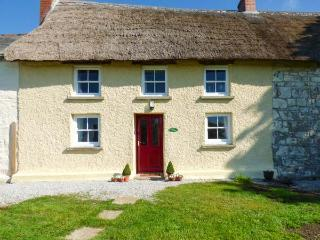 JESSICA COTTAGE, thatched cottage, Grade II listed, exposed beams, near Carnon Downs, Ref 917147 - Carnon Downs vacation rentals