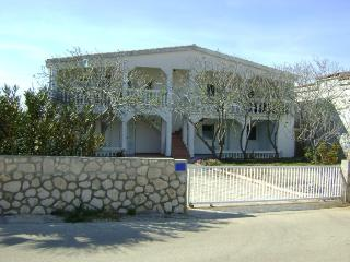 Zelic house apartment red - Vir vacation rentals