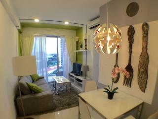 Oriental Fan Theme - 2 Bedroom Apartment - Singapore vacation rentals