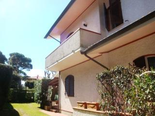 Villino Carola - Marina Di Pietrasanta vacation rentals