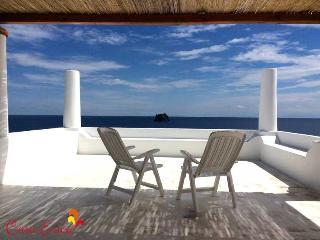 Casa Erica Stromboli, grande e con vista sul mare - Stromboli vacation rentals