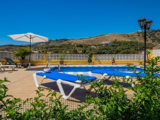 VILLA MARIA GOMEZ IN NERJA, WIFI AND SWIMMINGPOOL - Nerja vacation rentals