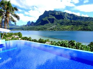 Villa Blanche - Moorea - vue  - piscine - 6 pers - Moorea vacation rentals