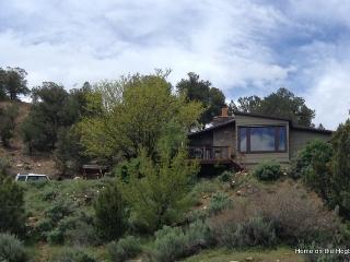 HOME ON THE HOGBACK - Rifle vacation rentals