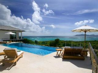 Beachfront Anani-Kamique with pool & stunning views of the secluded cove beach and the mountains - Little Harbour vacation rentals