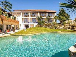 Villa Monte D'Oiro - Gorgeous villa minutes from Meia Praia beach with pool - Burgau vacation rentals