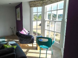 NORTH BEACH HOUSE, quality apartment with beach views, WiFi, amenities on doorstep, Tenby Ref 917916 - Tenby vacation rentals