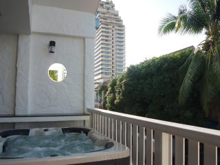 Patong Jacuzzi apt 5 min walk to Beach, Bangla rd - Patong vacation rentals