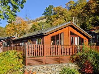 BLUEBELL LODGE, detached, ground floor, WiFi, en-suite facility, walks from doorstep, near Windermere, Ref 923880 - Troutbeck Bridge vacation rentals
