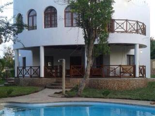 Private Pool, Garden , Wifi, beach, 5% discount* - Diani vacation rentals